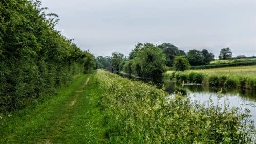 Easy walking along the Ripon Canal