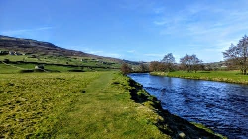 Walking beside the Swale, outside Reeth