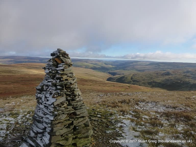 Cairn beside the path on the way down Great Shunner Fell